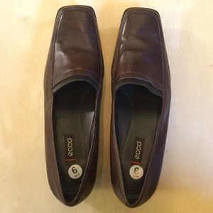 Ecco Brown Leather Squared Toe 1.5 Inch Heel SZ 9